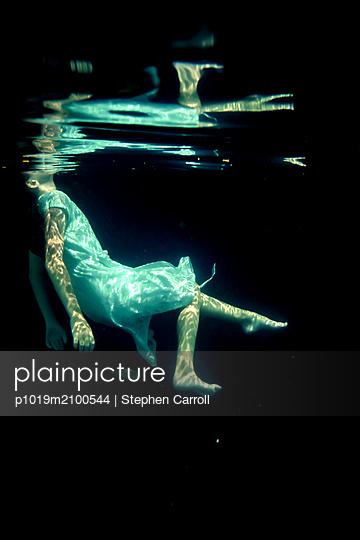 Girl Underwater  - p1019m2100544 by Stephen Carroll
