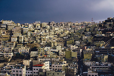 Jordan, Amman, city view before a thunderstorm - p300m981103f by Florian Loebermann