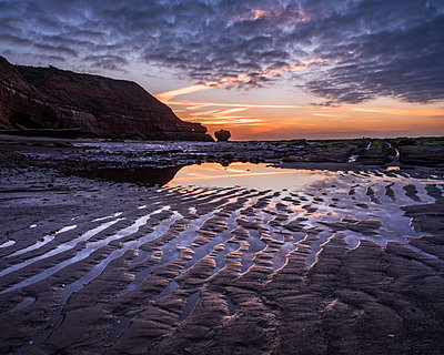 Sand ripples at dawn on the beach at Orcombe Point, Exmouth, Devon, England, United Kingdom - p871m2113751 by Baxter Bradford