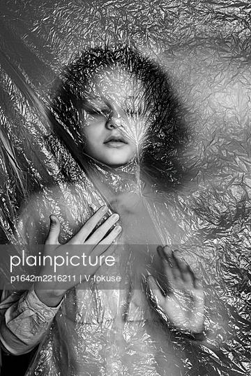 Girl under foil - p1642m2216211 by V-fokuse