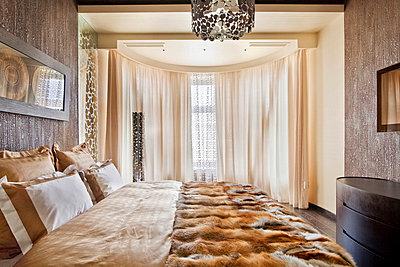 Luxurious bedroom - p3900472 by Frank Herfort