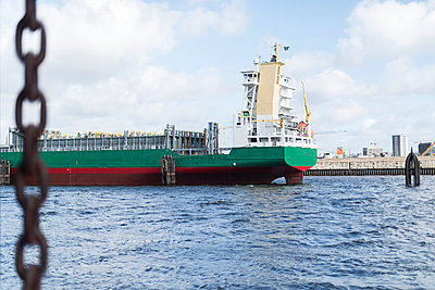 Harbour of Hamburg - p1076m1004546 by TOBSN
