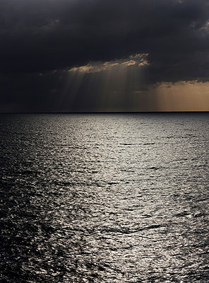 Dramatic sky over the sea  - p551m2134203 von kaipeterstakespictures