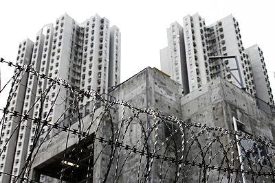 Stucked in Council Flats, Hongkong - p664m1025708 by Yom Lam