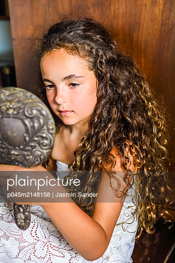 Kleine Schönheit - p045m2148158 von Jasmin Sander