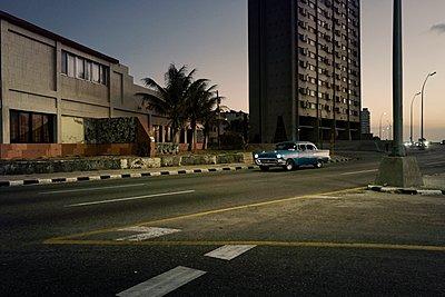 Oldtimer in Havana - p1171m1461928 by SimonPuschmann