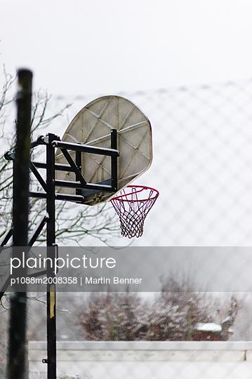 Basketballkorb - p1088m2008358 von Martin Benner