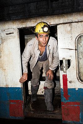 Bergarbeiter untertage - p1271m1185417 von Maurice Kohl