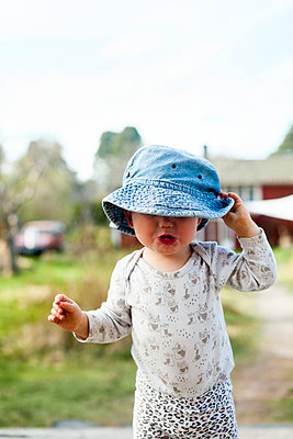 Toddler girl in garden - p312m2080576 by Anne Dillner