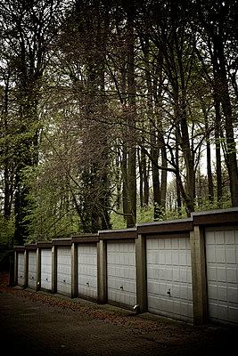 Garage door - p586m938381 by Kniel Synnatzschke
