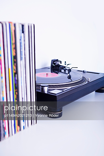 Turntable and records - p1149m2021213 by Yvonne Röder