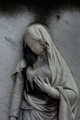 Faceless Mary, Pere Lachaise cemetery, Paris, France - p1028m2109360 by Jean Marmeisse