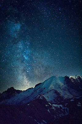 Milky way over Mt Rainier makes a great nighttime show in Washington - p1166m2129716 by Cavan Images