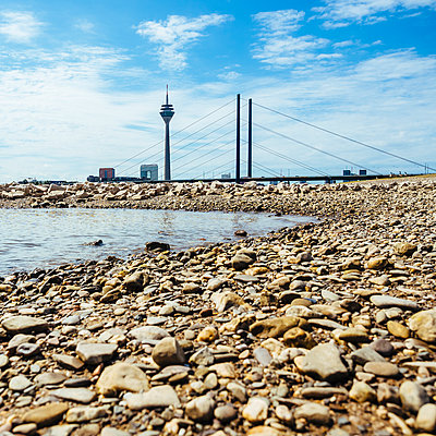Germany, Duesseldorf, view to Rhine tower, Rheinkniebruecke and beach at Rhine River - p300m1192220 by Kristian Peetz