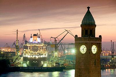 Hamburg - p3090032 by Hoch Zwei