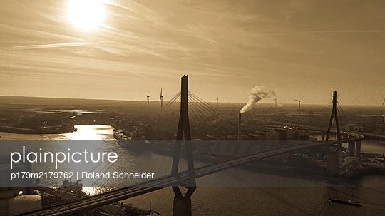 View of  Köhlbrandbrücke and industrial park, Hamburg - p179m2179762 by Roland Schneider