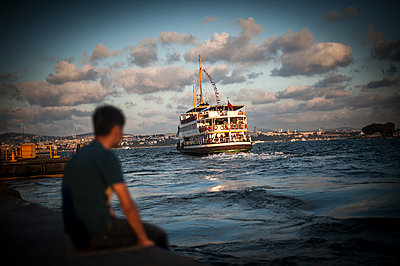 Man watching the departure of a Vapor boat from Karaköy on the Bosphorus - p1007m1134855 by Tilby Vattard