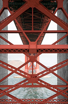 Under the Golden Gate Bridge - p1032m791575 by Fuercho