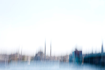 Istanbul blurred - p798m851796 by Florian Löbermann
