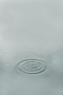 Circles in the lake - p876m1109290 by ganguin