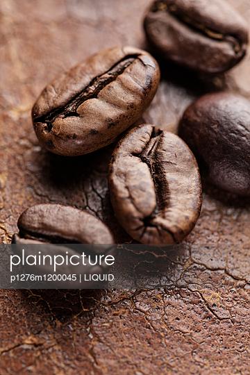 Kaffeebohnen Nahaufnahme - p1276m1200045 von LIQUID