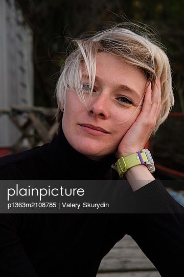 Portrait young woman  - p1363m2108785 by Valery Skurydin