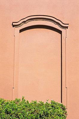 No window - p885m907428 by Oliver Brenneisen