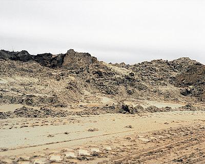 Baustelle mit Sandbergen - p1409m1465830 von margaret dearing