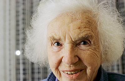 Porträt alte Dame - p2360287 von tranquillium