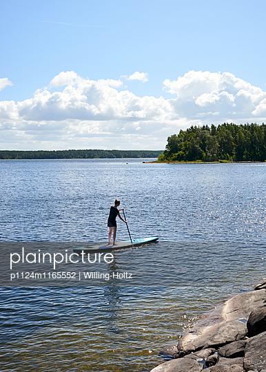 Stand up Paddle auf See - p1124m1165552 von Willing-Holtz