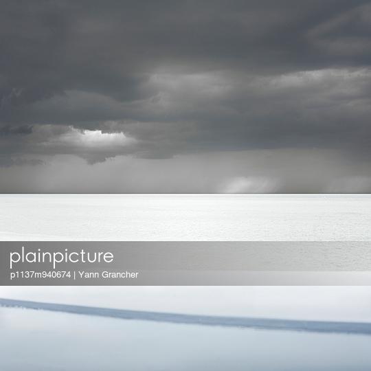 Mystische Wolken - p1137m940674 von Yann Grancher