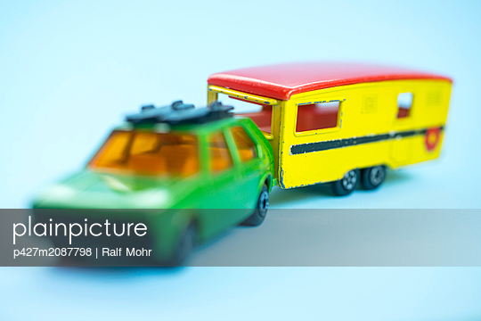 Model car with trailer - p427m2087798 by Ralf Mohr