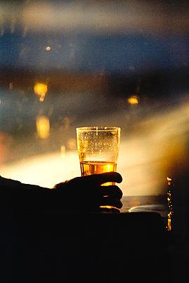 Bier am Abend - p1418m1571353 von Jan Håkan Dahlström