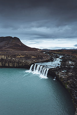 Waterfall in the Highlands of Iceland - p1634m2210332 by Dani Guindo