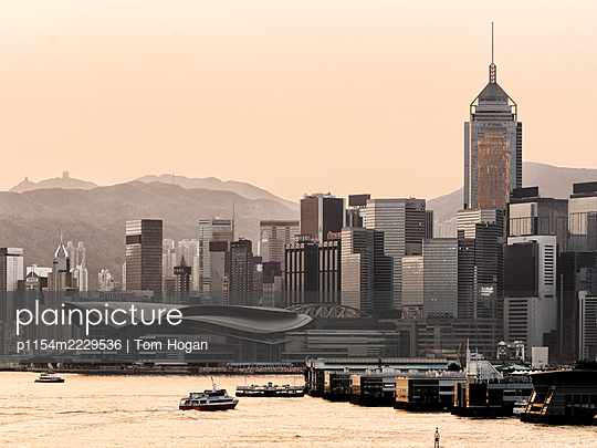 China, Hong Kong Business District - p1154m2229536 by Tom Hogan