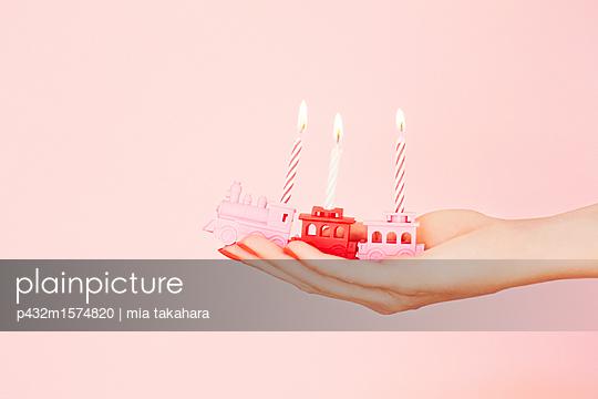 Geburtstagskerzen - p432m1574820 von mia takahara
