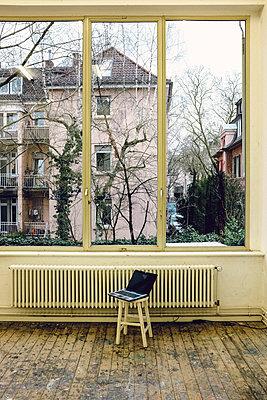 Fensterfront mit Heizkörper - p1088m1207356 von Martin Benner