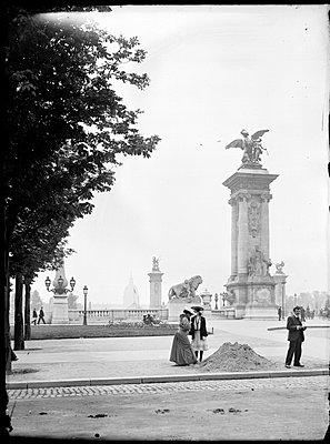 Pont Alexandre III, 1900 - p265m1065296 von Oote Boe