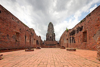 Ayutthaya Tempelanlage - p7980187 von Florian Loebermann