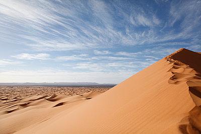 Erg Chebbi, Morocco, Merzouga - p1150m1026137 by Elise Ortiou Campion