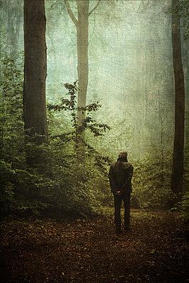 Man on forest path - p300m2140283 by Dirk Wüstenhagen