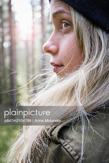 Close-up Of A Girl In Forest, Sweden   - p847m2104788 by Anna Molander