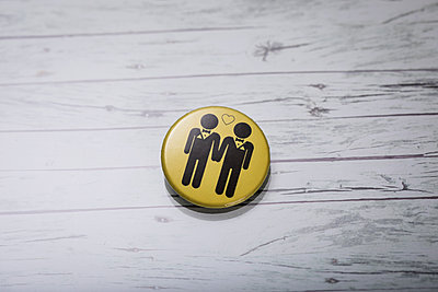 Homosexual partnership button  - p788m1220752 by Lisa Krechting