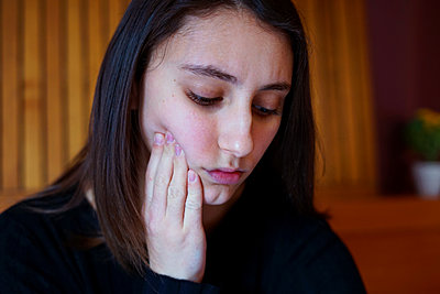 Young woman with toothache. Tooth pain concept. - p1166m2193820 by Cavan Images