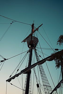Spain, Seville, mast of a sailing boat - p1681m2283423 by Juan Alfonso Solis