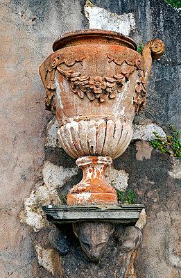 Amphore in Florenz - p382m1525179 von Anna Matzen