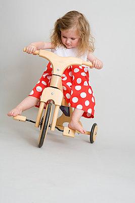 Dreirad fahren lernen - p7810077 von Angela Franke