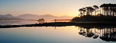 Derryclare Lough at dawn - p871m838881 by Ben Pipe