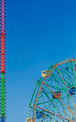 Coney Island Wonder Wheel - p1280m1105172 by Dave Wall