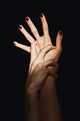 Woman's hands - p1540m2128435 by Marie Tercafs